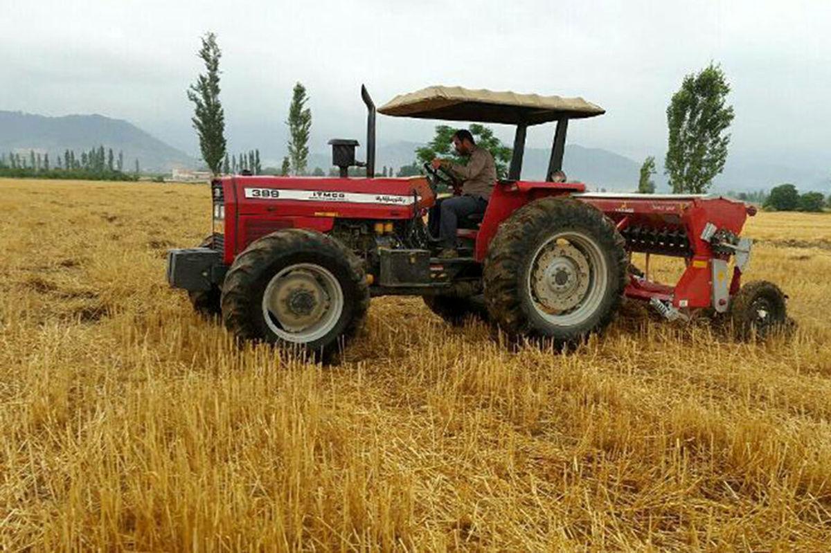 عباسی: ۴۰۰۰ دستگاه تراکتور به کشاورزان تحویل داده میشود
