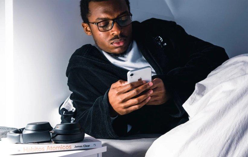 نتیجهی یک تحقیق نشان میدهد ۴۰ درصد از دانشجویان به گوشی هوشمند خود معتاد هستند