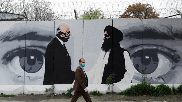 گفتوگوی خلیلزاد و عبدالله درباره تسریع در روند صلح در افغانستان