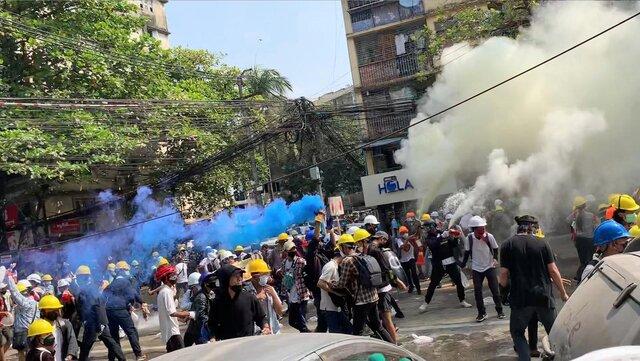 تداوم اعتراضات در میانمار همزمان با تصمیم آمریکا و اتحادیه اروپا برای  وضع تحریم