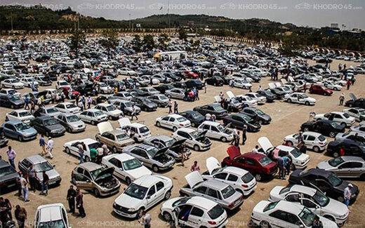شب عید متفاوت در بازار خودرو/ واسطهگران و دلالان از بازار عقب نشستهاند و در انتظارند