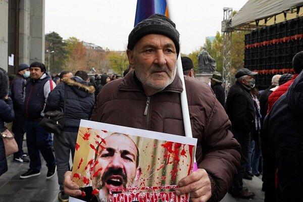 معترضان به خیابانهای ایروان آمدند