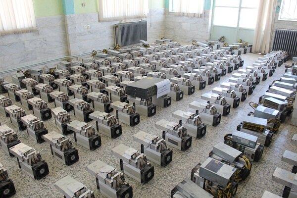 اتوبوس حامل ۳ دستگاه استخراج ارز دیجیتال در بیرجند متوقف شد