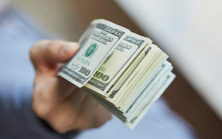افزایش قیمت دلار ویورو در صرافی ملی/نرخ رسمی ۳۳ ارز کاهش یافت