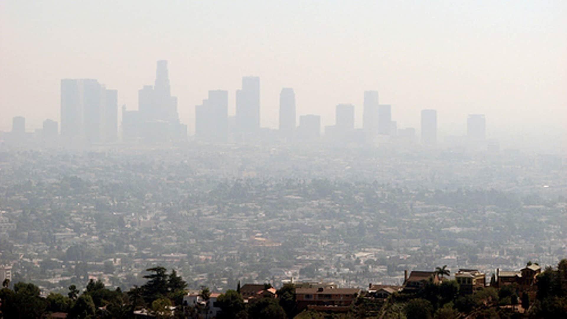 آلودگی هوا باعث حاد شدن بیماری کرونا در افراد با زمینه بیماری تنفسی میشود