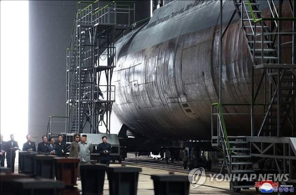 کره شمالی از یک زیردریایی ۳ هزار تنی رونمایی میکند