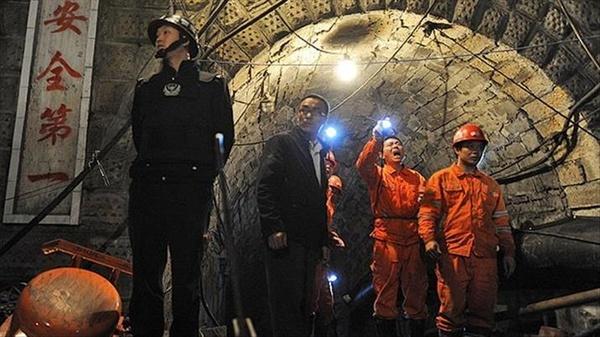 تلاش امدادگران برای نجات ۲۱ کارگر  معدنچی سینجان چین ادامه دارد