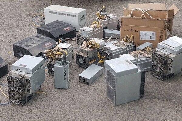 کشف ۱۵ دستگاه استخراج ارز دیجیتال قاچاق در ملایر