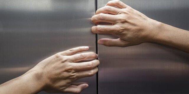 آیا چیزی ترسناک تر از گیر افتادن در آسانسور وجود دارد؟