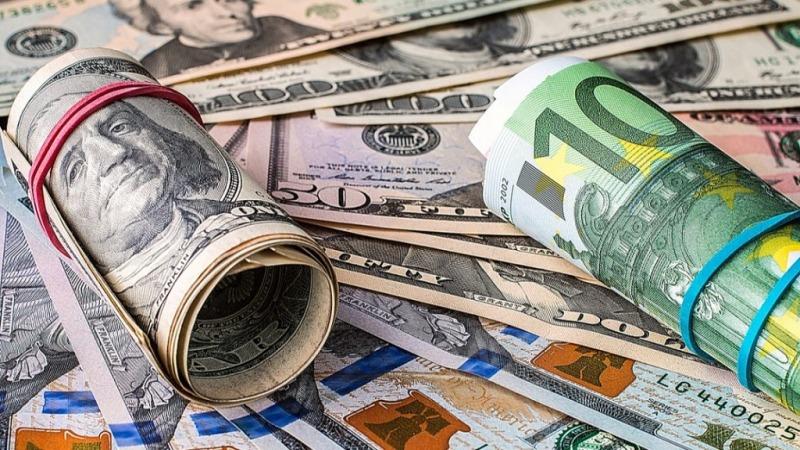 ریزش قیمت دلار و یورو در صرافی ملی/جزئیات قیمت رسمی انواع ارز