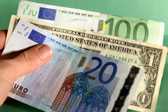 ریزش شدید قیمت دلار و یورو در صرافی ملی