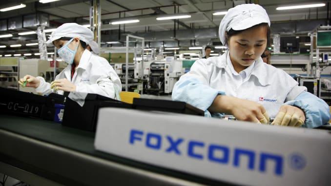 فاکسکان در آستانه تولید آیفون ۱۳، مزایای استخدام در خط تولید را افزایش میدهد