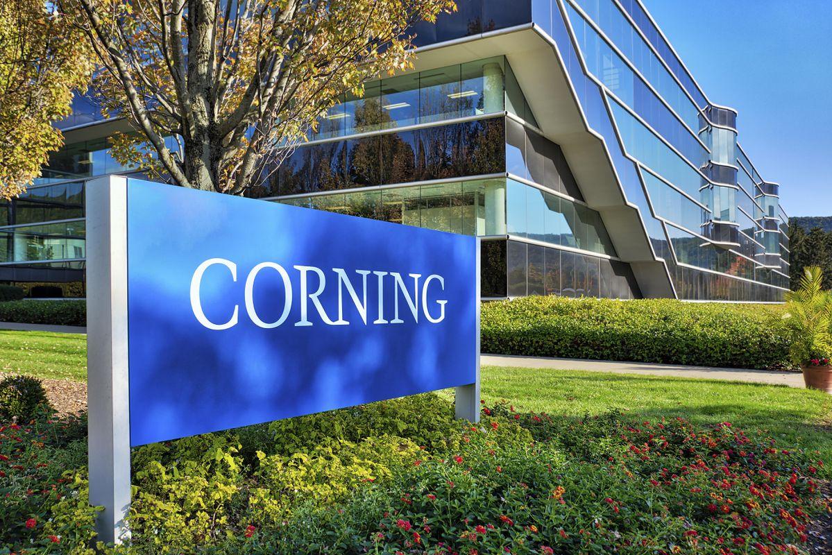 سرمایهگذاری ۴۵ میلیون دلاری اپل در کورنینگ؛ آیفون تاشو محقق میشود؟