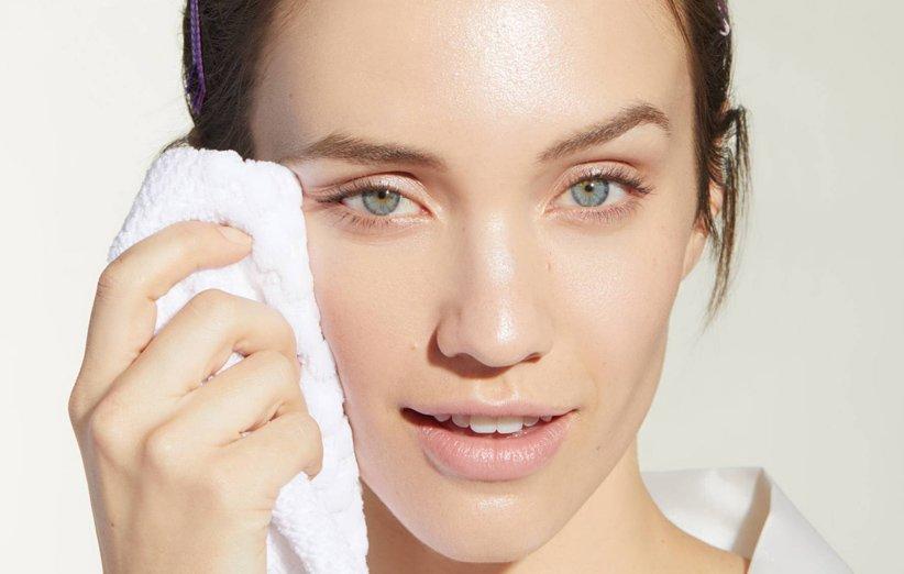 ۲۰ روش که به شما کمک میکنند چربی پوست را کنترل کنید