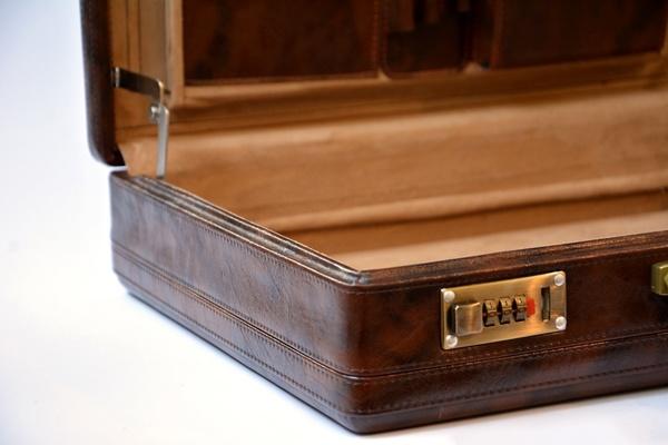 در سال ۱۴۰۰ کیف سامسونت چرم را آنلاین و ارزان تر از همه جا بخرید