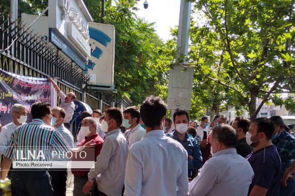اعتراض کارگران «گروه صنعتی شیشه کاوه» به بلاتکلیفی برای بازنشستگی پیش از موعد