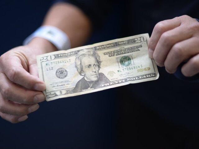 کاهش قیمت دلار ادامه دارد