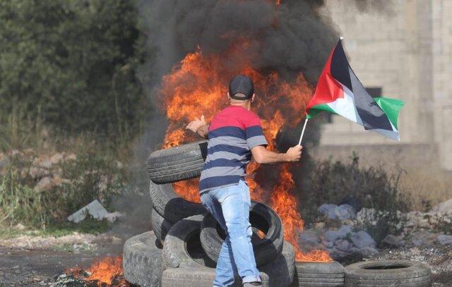 انفجار اوضاع در کرانه باختری با یک شهید و ۵۰ زخمی/ تظاهرات به درگیریهای مسلحانه بدل شد