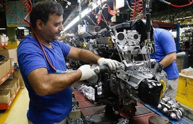 افزایش قیمت خودرو به سود خودروسازان و قطعهسازان نیست