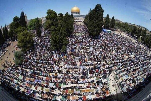 مشارکت ۷۰ هزار فلسطینی در آخرین نماز جمعه ماه رمضان در مسجدالاقصی