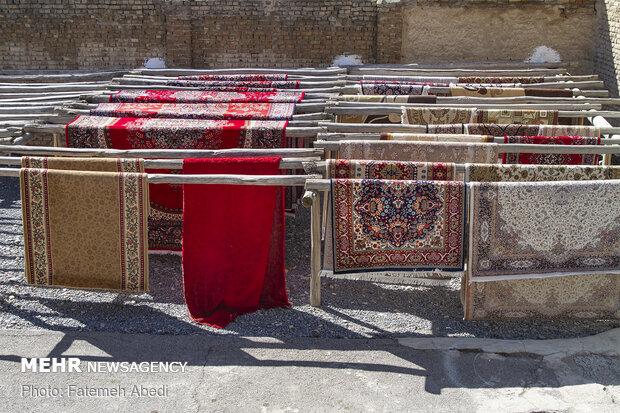کشف دستگاه استخراج ارز دیجیتال قاچاق از کارگاه قالیشویی در اراک