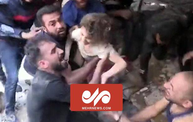 لحظه نجات معجزه آسای کودک فلسطینی از زیر آوار