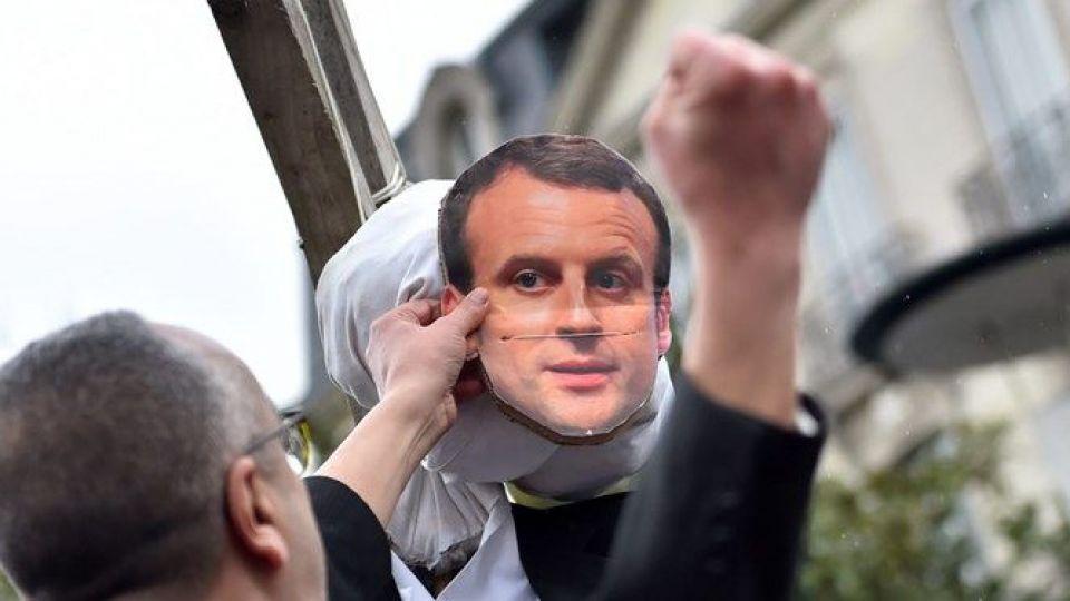 پولیتیکو: دموکراسی فرانسه بیمار است/بیاعتمادی ۷۰ درصدی به نظام حاکم
