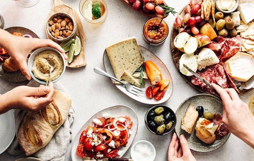 ۲۱ خوردنی که رژیم غذایی شما را در هم میشکنند