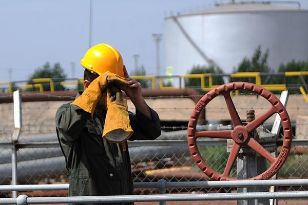 درخواست ایثارگران وزارت نفت برای تبدیل وضعیت استخدامی
