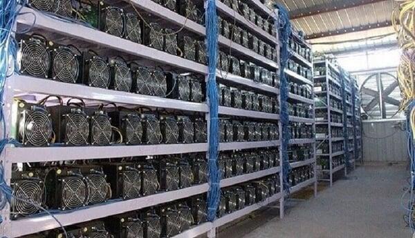 اجرای بزرگترین عملیات همزمان مبارزه با مراکز غیرمجاز رمز ارز/ بیش از ۲ هزار دستگاه ماینر در یک روز کشف شد