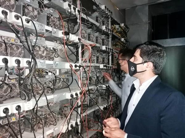 کشف 500  دستگاه ماینر غیرمجاز در نظرآباد و 6 دستگاه در ساوجبلاغ