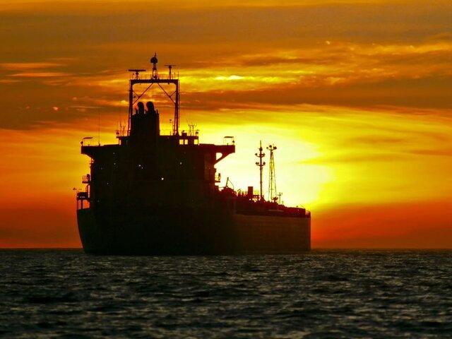 ایران نفت بیشتری در نفتکشها نگهداری میکند