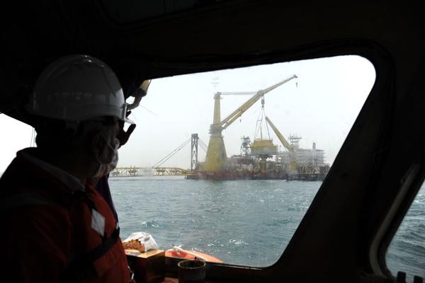 بشکههای نفت ایران بیمه شدند/ اجرای یک پروژه دهه شصتی برای دور زدن تنگه هرمز و تحریم