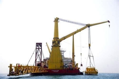 عملیات بارگیری نفت از دریای عمان به دست ایران