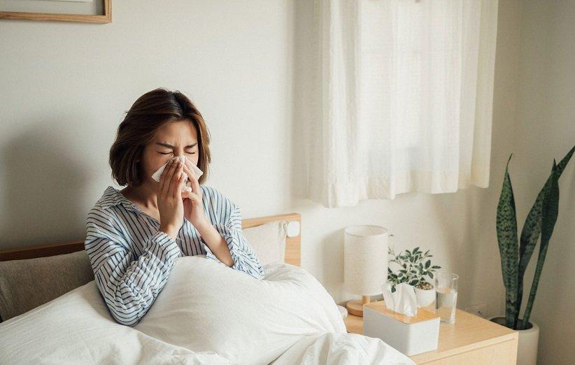 ۱۴ درمان خانگی عالی برای سرماخوردگی تابستانی (و راههای پیشگیری از آن)