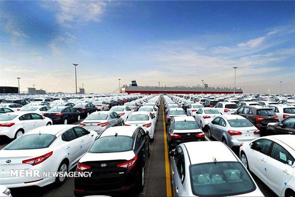 وزیر کشور از رئیس جمهور خواستار تعیین تکلیف خودروهای وارداتی شد