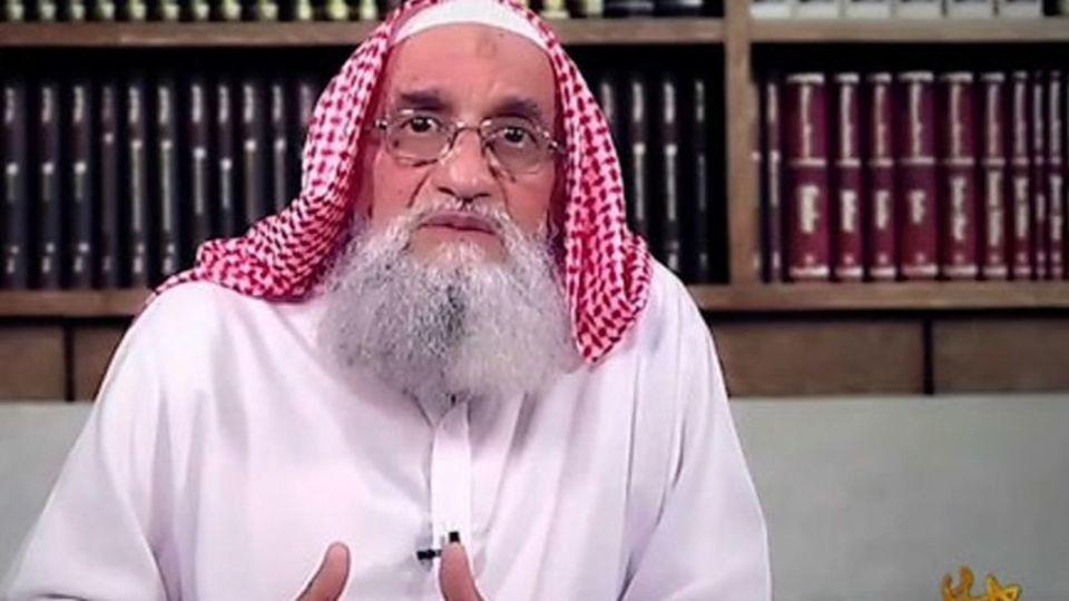 پشت پرده سخنرانی سرکرده القاعده با لباس سنتی عربستان