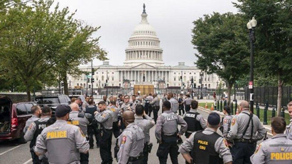 آماده باش پلیس کنگره و ماموران امنیتی جهت مقابله با تجمع هواداران ترامپ