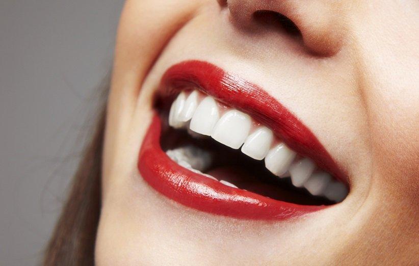 ۱۵ ترفند خانگی ساده و ارزان برای سفید کردن دندانها