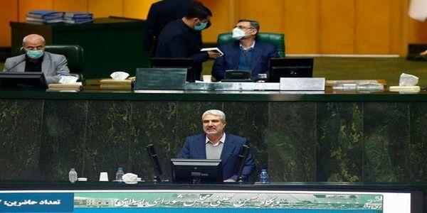 حمله تند یک نماینده به دولت روحانی/ آنقدر خانهنشین و دورکار بودند که زخم بستر گرفته بودند