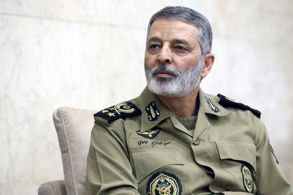 تبریک فرمانده کل ارتش به سرتیپ نصیرزاده