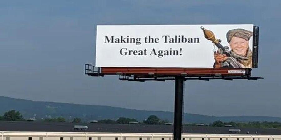تصویری از بایدن با لباس طالبان روی بیلبوردهای آمریکا