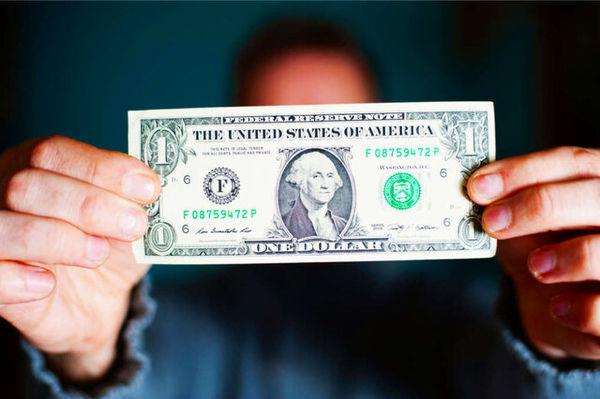 ریزش قیمت دلار برای سومین روز متوالی/  یورو ۰.۲ درصد بالا رفت