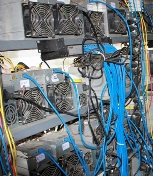 استخراج 21 دستگاه ارز دیجیتال در بندرعباس