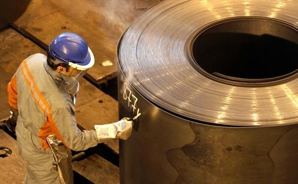 افزایش قیمت آهن و فولاد با وجود رکود فصلی/ عرضه فولاد در بورس را قبول نداریم